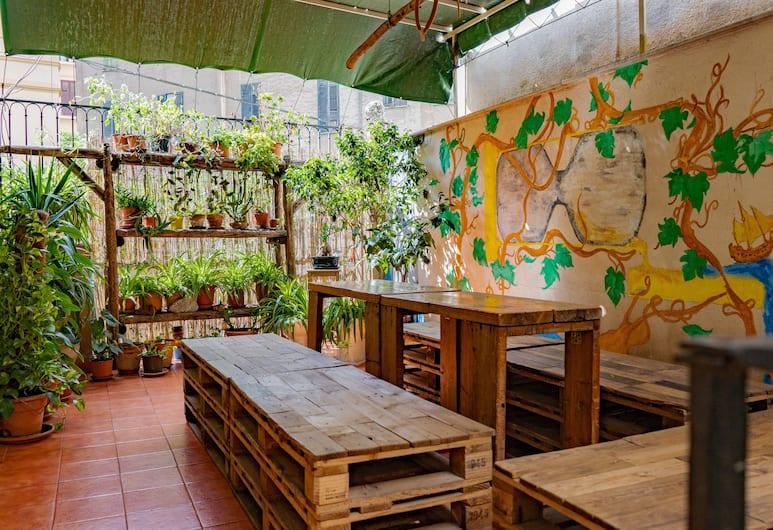 """""""A Casa di Amici"""" Boutique Hostel - Quadruple, Palermo, Terrasse/Patio"""