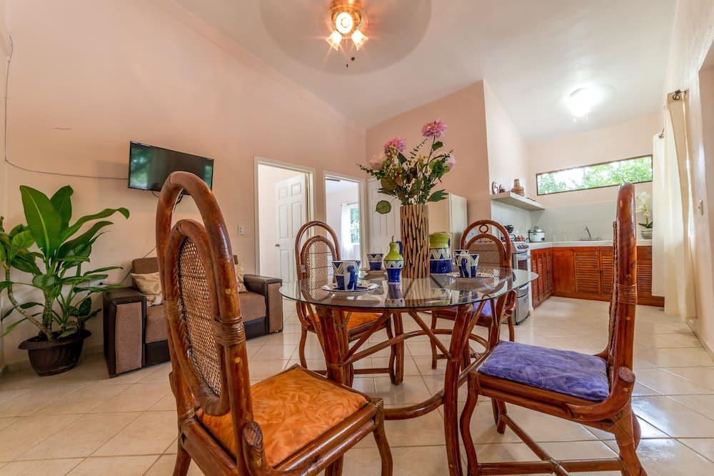 Family Suite, 2 Bedrooms, Kitchen, Garden View - In-Room Dining