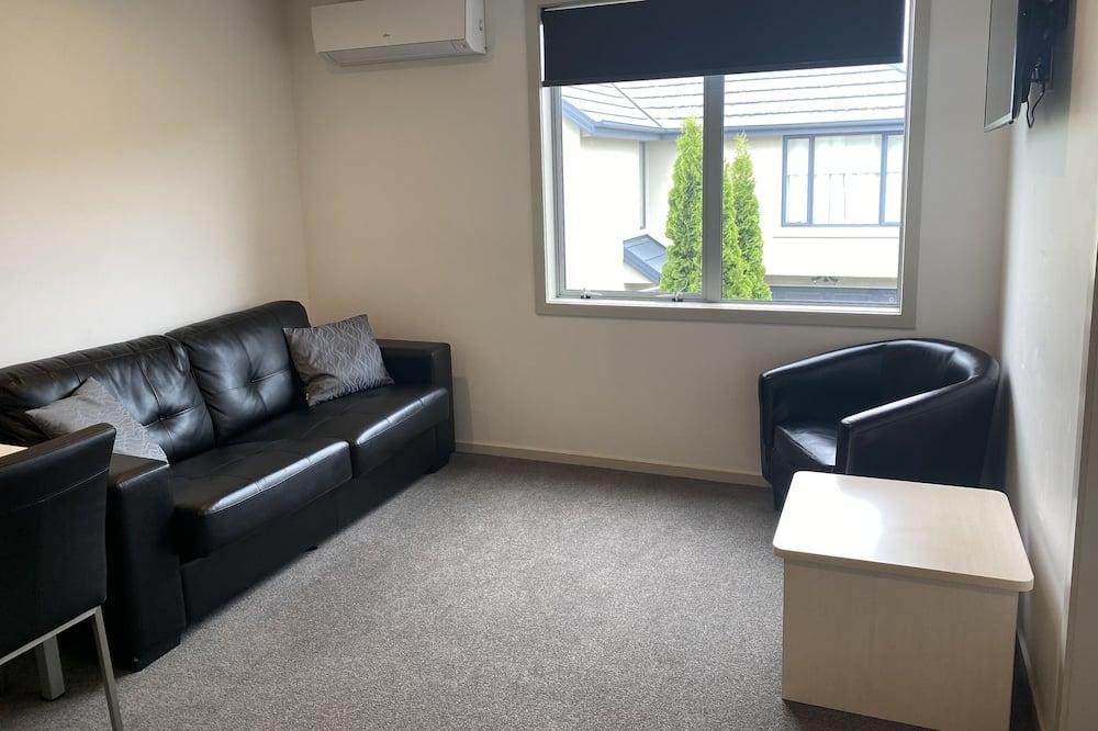 Executive Room, 1 Bedroom, Refrigerator & Microwave (First Floor) - Living Area
