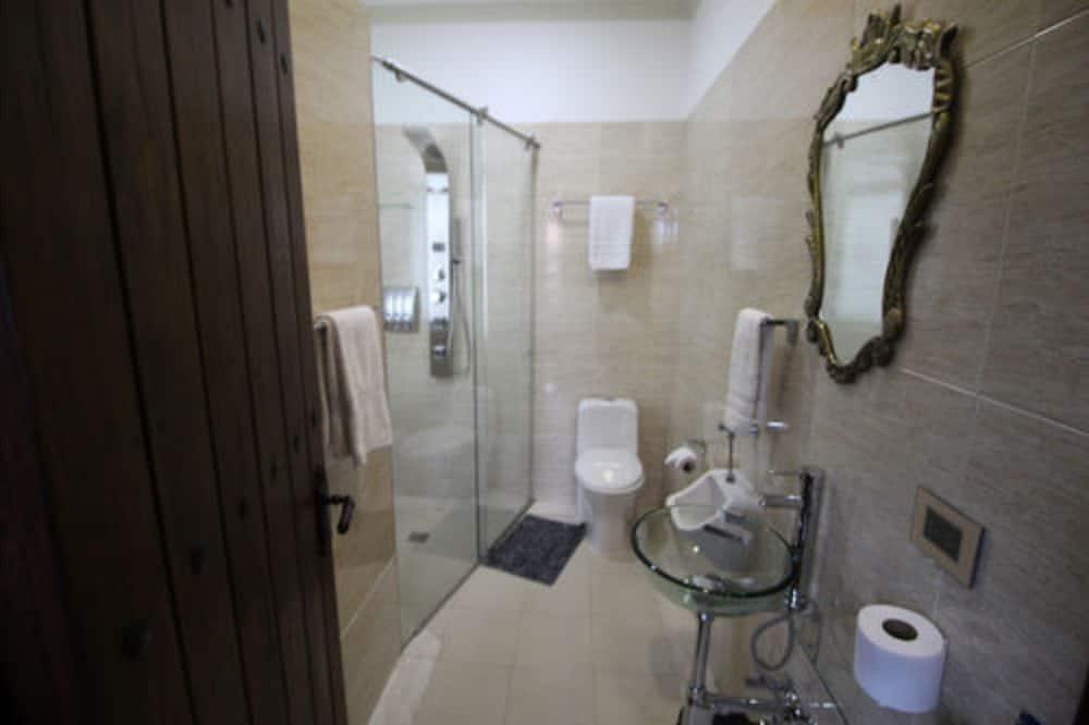 Номер, вид на город - Ванная комната