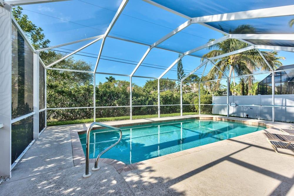 Luxury House, 3 Bedrooms, Pool View, Poolside - Indoor Pool