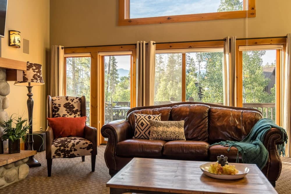 Luxury House, 6 Bedrooms - Living Room