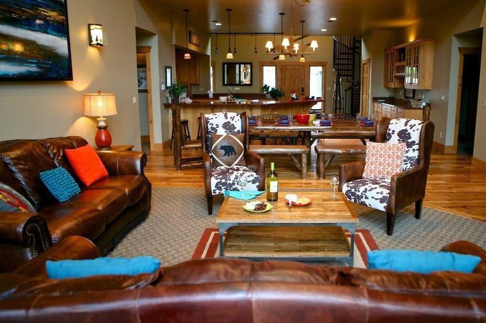 Luxury House, 6 Bedrooms - Living Area