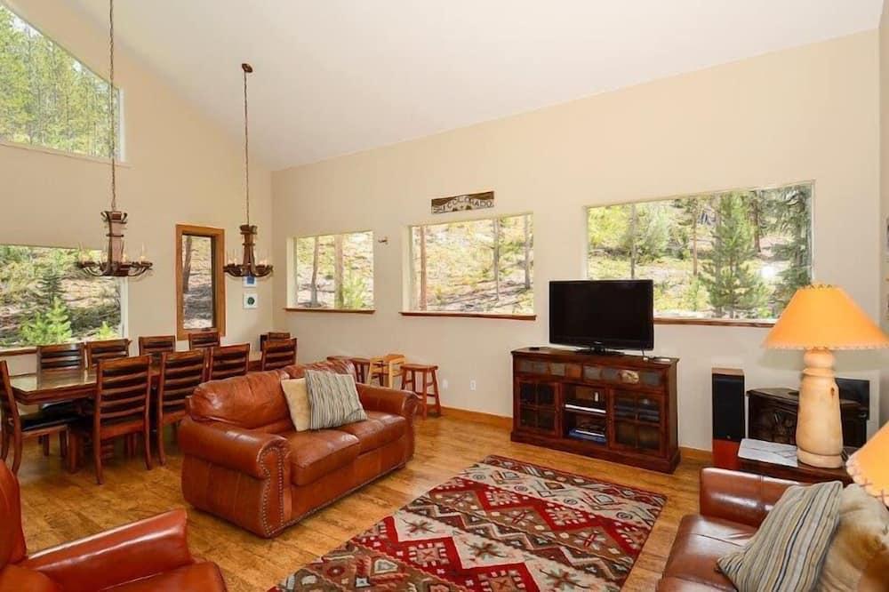 Luxury House, 5 Bedrooms - Living Area