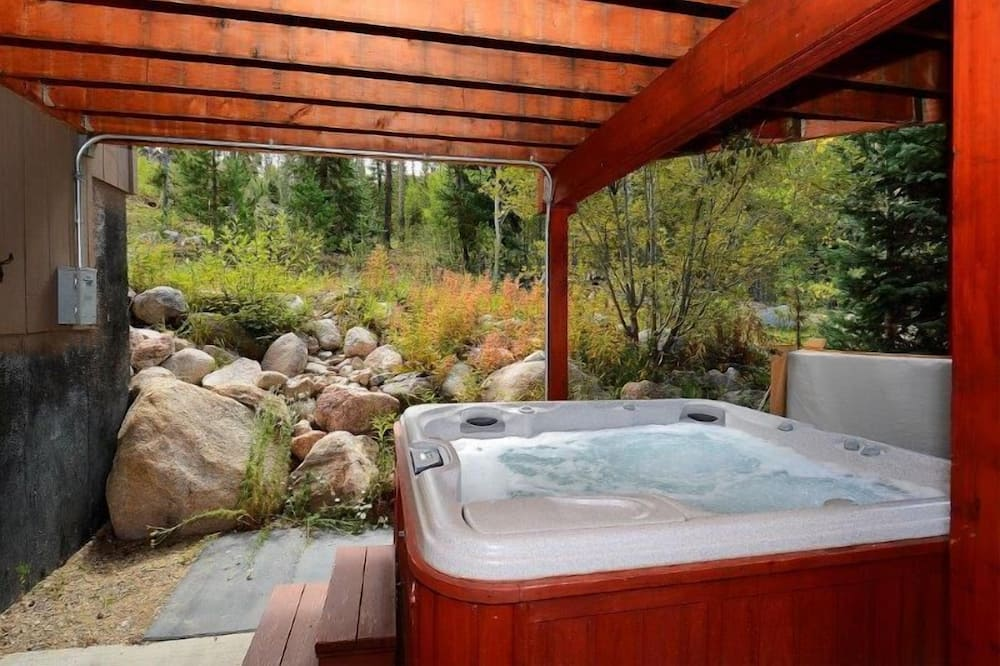 Luxury House, 5 Bedrooms - Outdoor Spa Tub