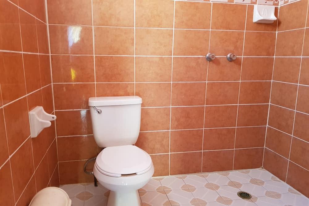 Štandardná štvorposteľová izba, 2 dvojlôžka - Kúpeľňa