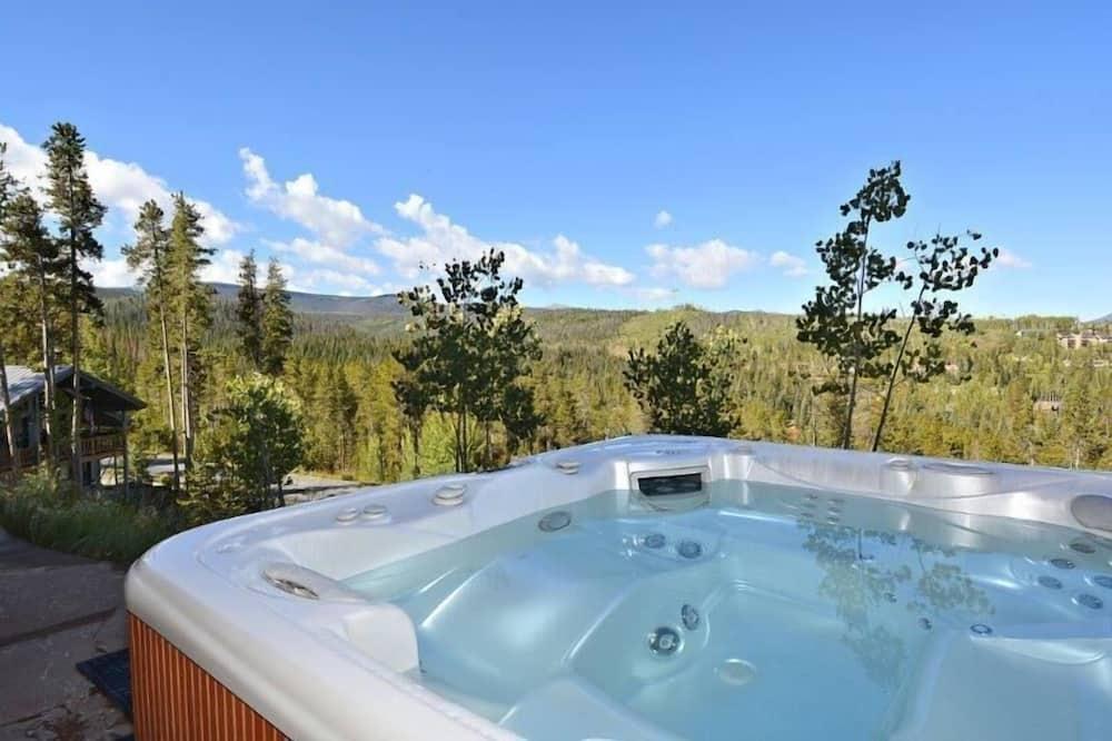Luxusný dom, 5 spální - Vonkajšia vírivka