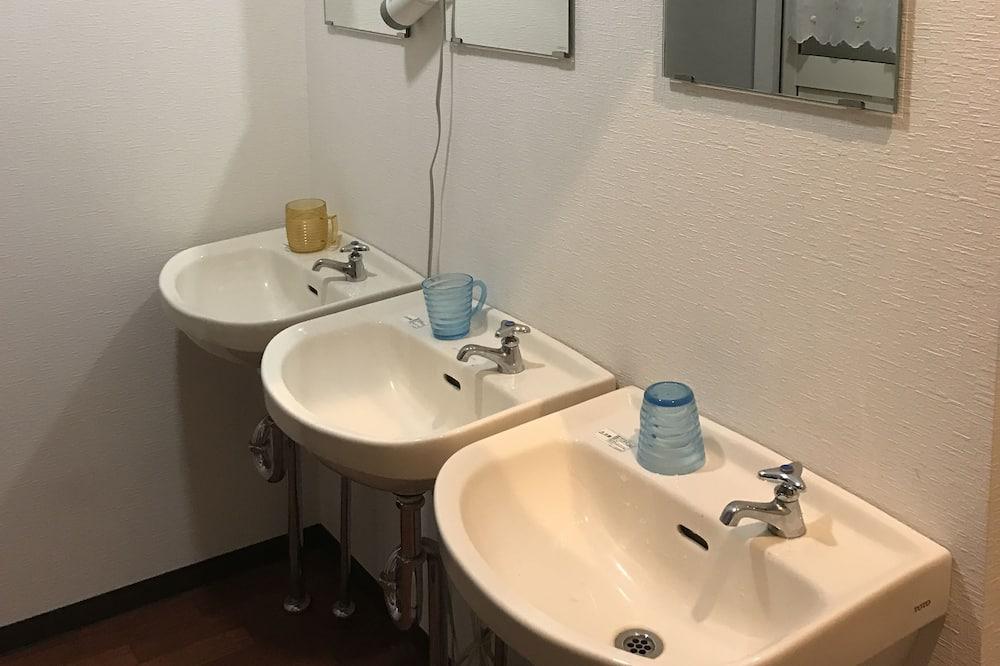 Standard Room, Shared Bathroom - Bathroom Sink