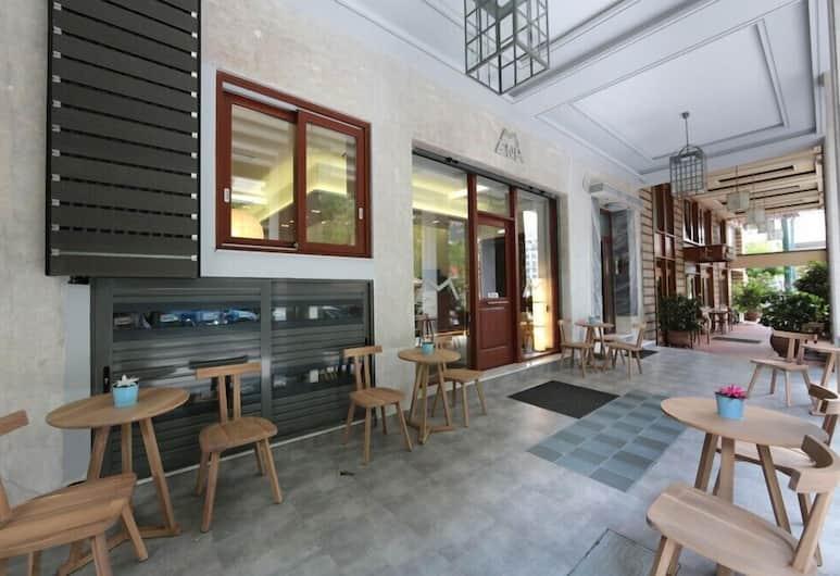 Meni Apartments Hotel, Athens, Terrace/Patio
