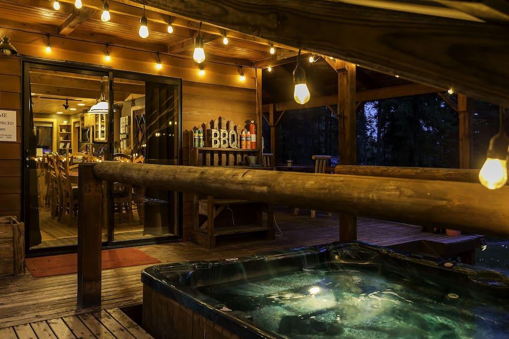 Cabin, 3 Bedrooms - Outdoor Spa Tub
