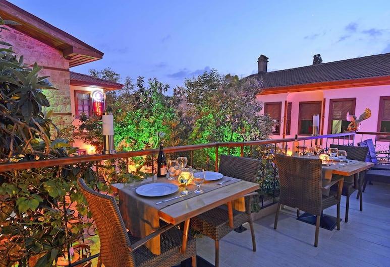 Mia Boutique Hotel, Antalya, Restaurang utomhus