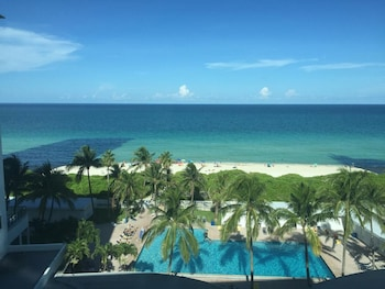 Picture of TSBS Ocean Front Casablanca Studios with Beach access in Miami Beach
