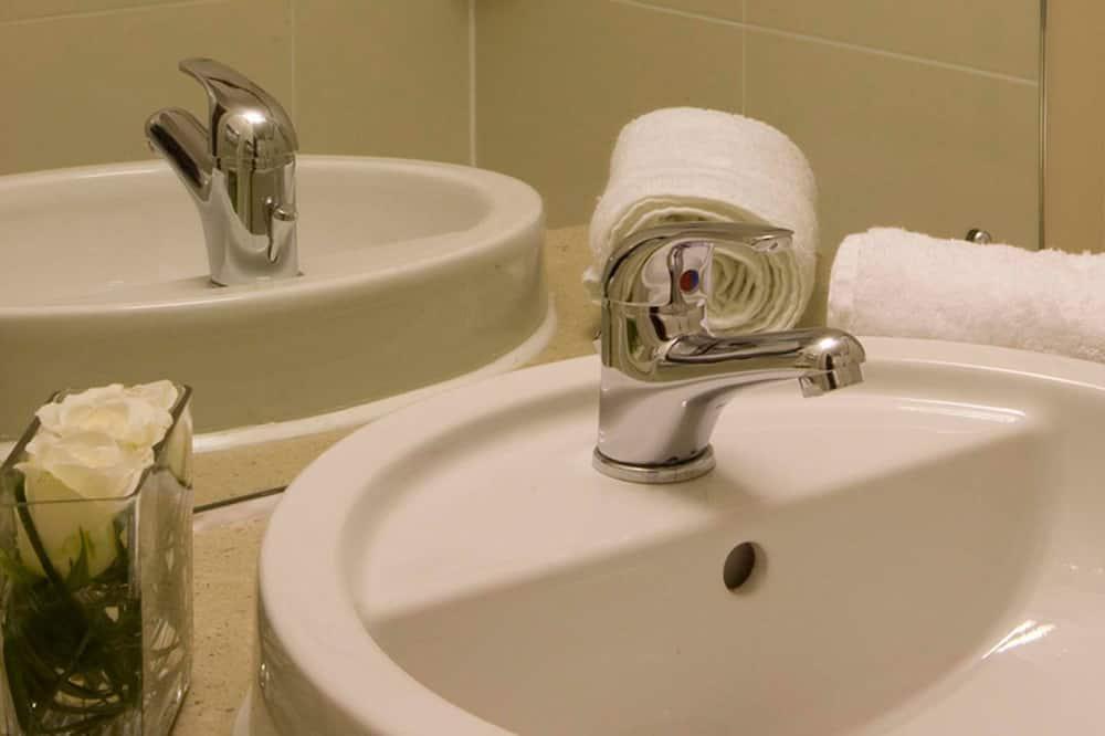 Deluxe - kahden hengen huone - Kylpyhuoneen pesuallas