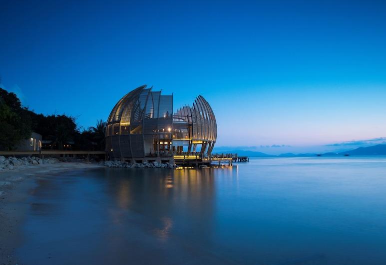 An Lam Retreats Ninh Van Bay, Ninh Hoa, Hotel Front – Evening/Night