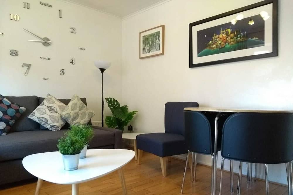 City Apartment, 2 Bedrooms, Non Smoking - Living Area