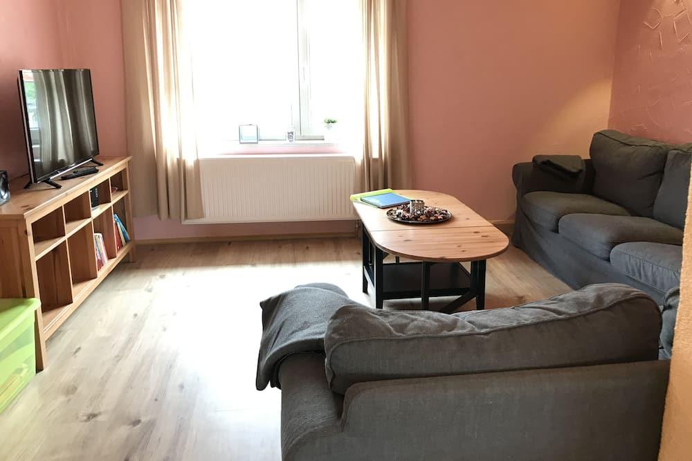 Basic Apartment, 3 Bedrooms, Non Smoking, Mountain View - Living Area