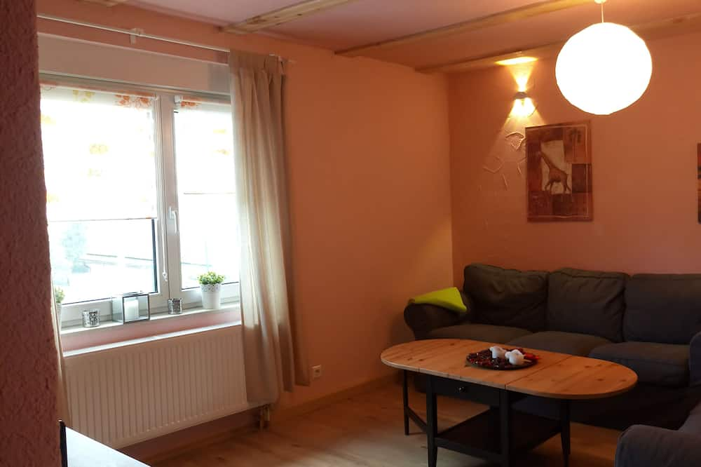 Basic Apartment, 3 Bedrooms, Non Smoking, Mountain View - Living Room