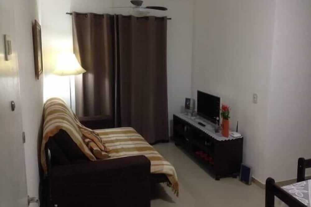Comfort Apartment, 2 Bedrooms, Kitchen, Pool View - Living Room