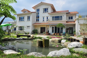 Picture of Cloudenjoy B&B in Hualien