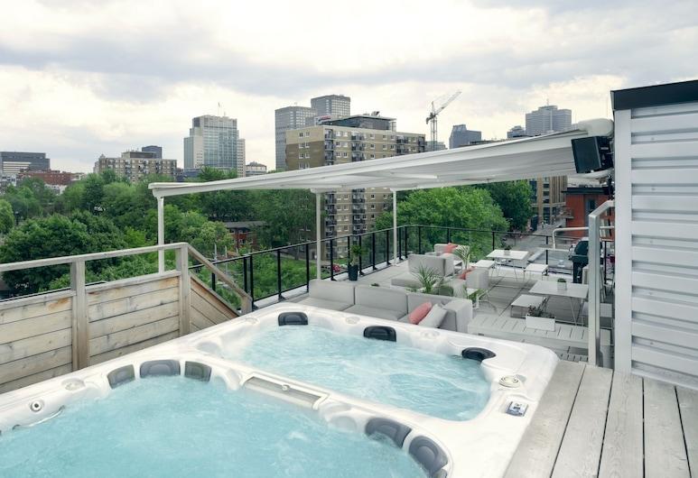 Boxotel Montreal, Montreal, Outdoor Spa Tub