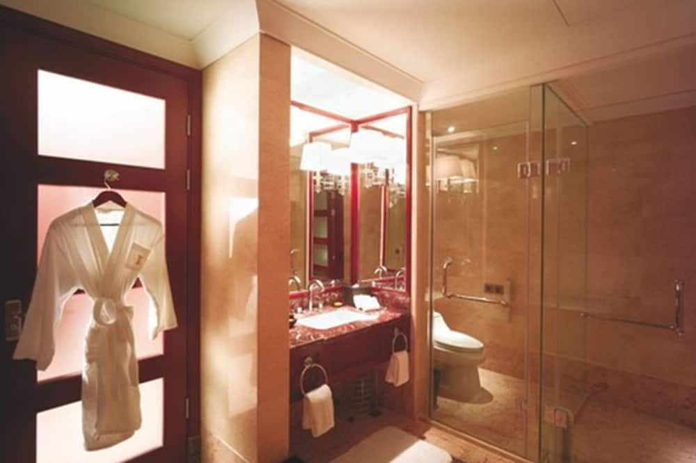 Studio Suite - Bathroom