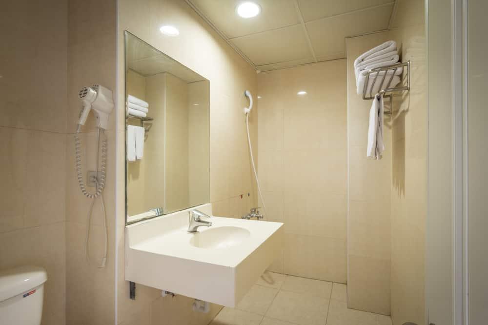 Basic Single Room, 1 Twin Bed - Bathroom