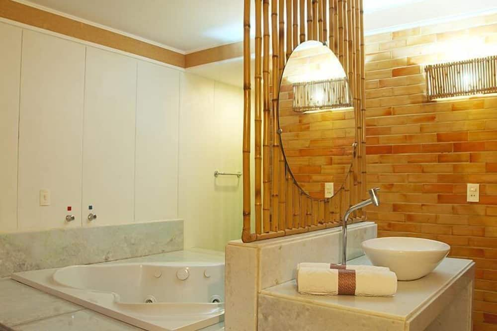 Master Suite - Jetted Tub