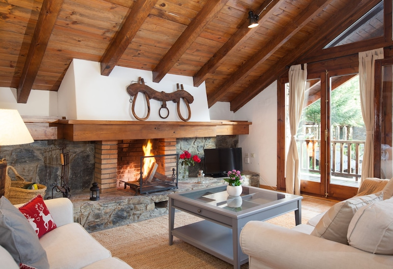 Tarter Mountain Suites, El Tarter, Rustic Three-Bedroom Apartment With Fireplace, Wohnzimmer