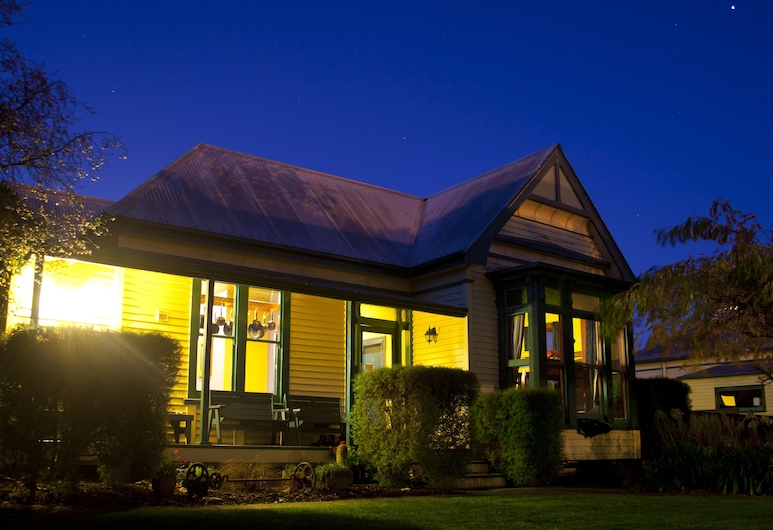The Old Countryhouse Backpacker Hostel, Christchurch