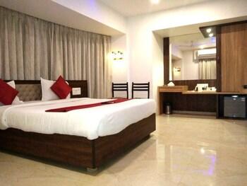 תמונה של Hotel Shelter Palace בNavi Mumbai