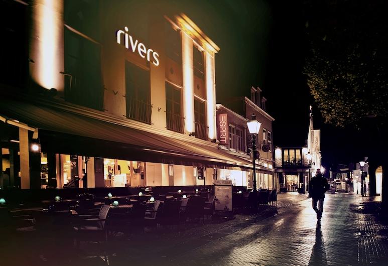 ริเวอร์ส โฮเทล แอนด์ เรสเตอรองต์, Sluis, ด้านหน้าของโรงแรม - ช่วงเย็น/กลางคืน