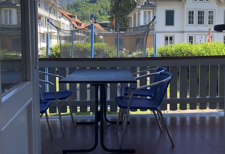 Interlaken Marco Guest House, Interlaken, Familien-Vierbettzimmer, 1 Schlafzimmer, Balkon, Hügelblick, Zimmer