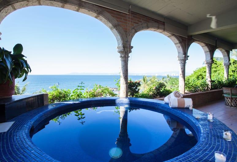 Quinta Maria Cortez Bed & Breakfast, Пуэрто-Вальярта, Вилла «Делюкс», 3 спальни, отдельный бассейн, вид на океан (Vida Alta), Гидромассажная ванна