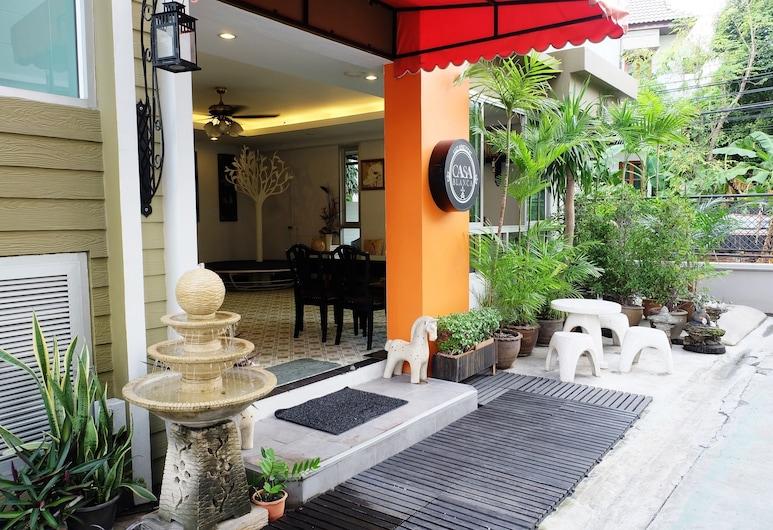 Casa Blanca, Bangkok, Hotellets facade