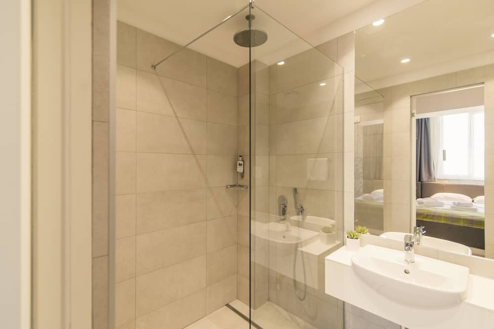 ห้องสแตนดาร์ดดับเบิล - ห้องน้ำ