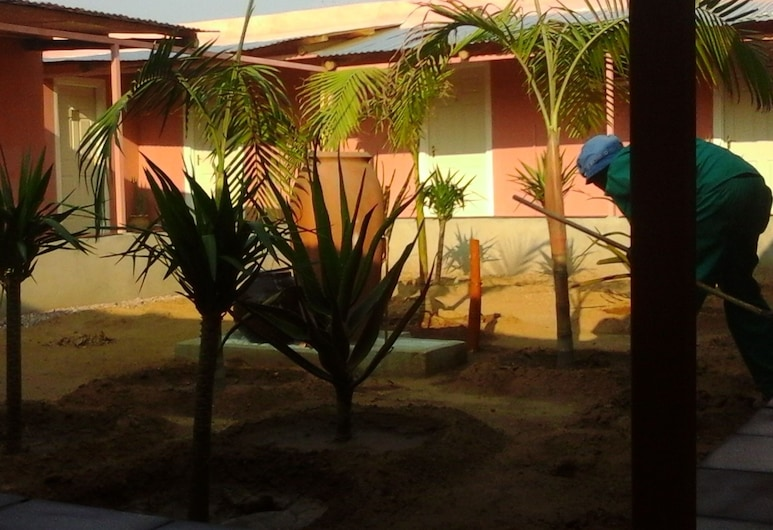 Hotel Pension Le Manoir, Opuwo, Property Grounds