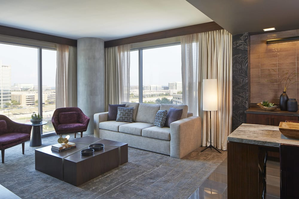 Executive Suite, 1 King Bed, Non Smoking - Living Room