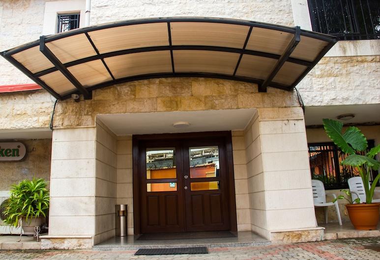拉米亞旅館, 拉各斯, 飯店入口