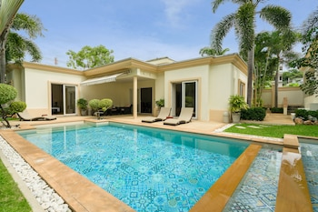 Picture of Luxury Pool Villa SRV in Bang Lamung