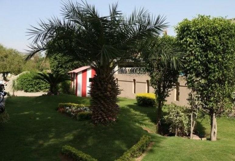 Grace Guest House, Islamabad, Garten