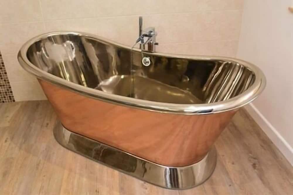 Люкс, смежные ванная комната и спальня (Garden) - Глубокая ванна