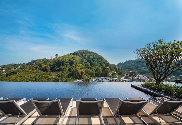 THE BASE Height by Favstay, Phuket