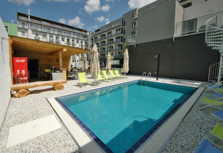 إيفي هوتل, برنو, حمام سباحة