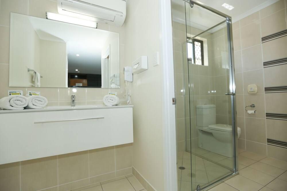 Queen Room  - Bathroom