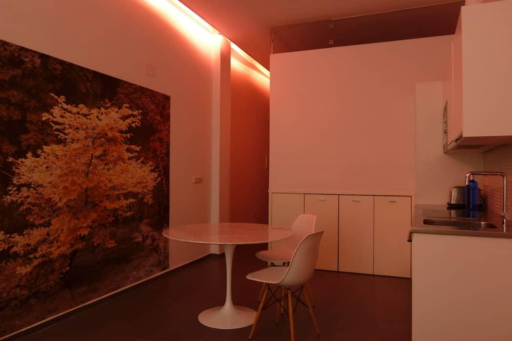 Loft de diseño, 1 habitación, mirando al patio - Comida en la habitación