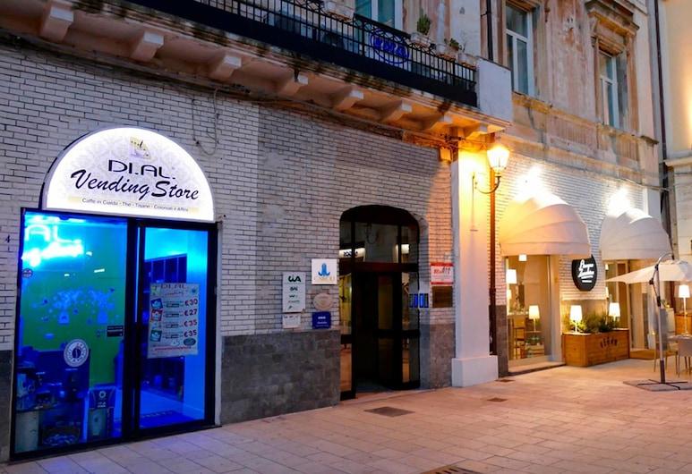 Cairoli Exclusive Rooms & Suite, Brindisi, Entrada del hotel