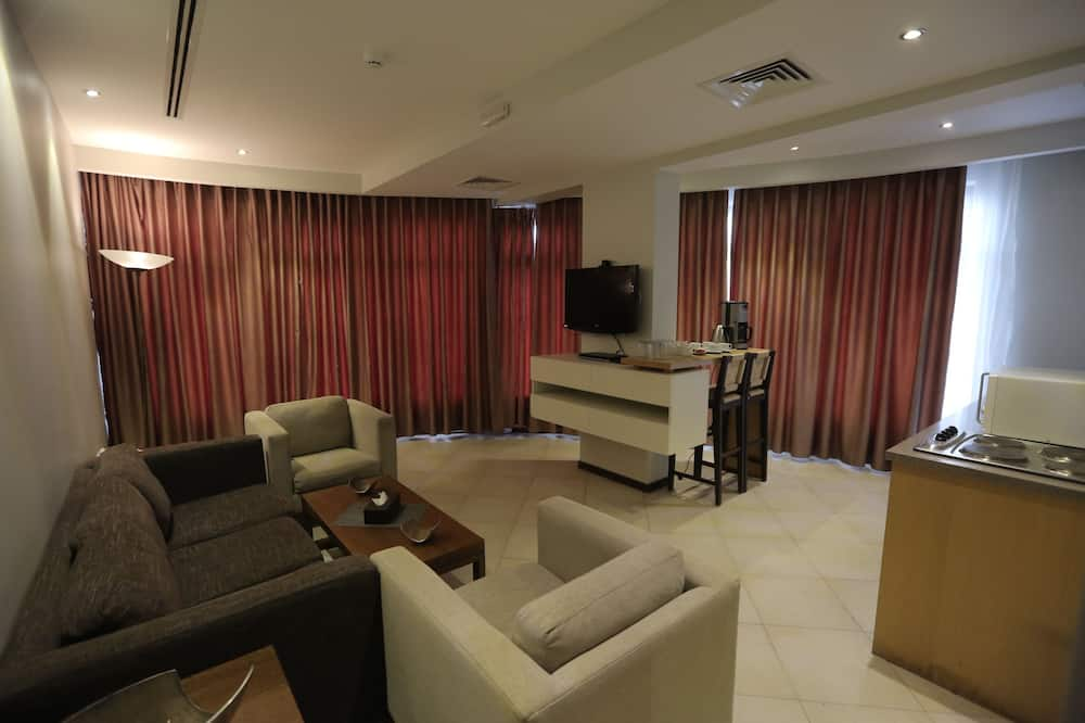 Royal Apartment, 2 Bedrooms, Kitchenette, City View - Living Room
