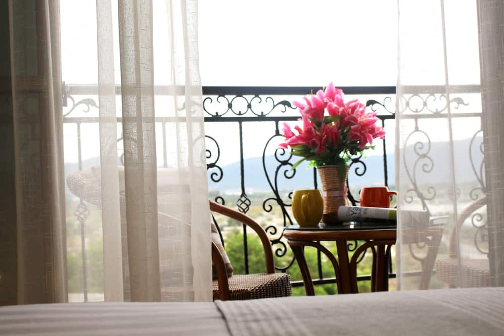 Deluxe Twin Room with Balcony - Guest Room