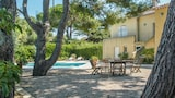 Choose This Cheap Hotel in Six-Fours-les-Plages