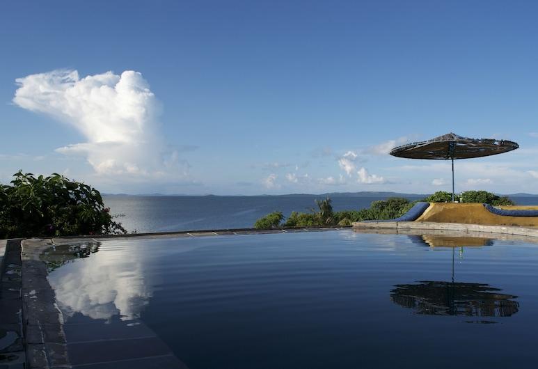 往南一分鐘酒店, 布拉哥島, 無邊際泳池